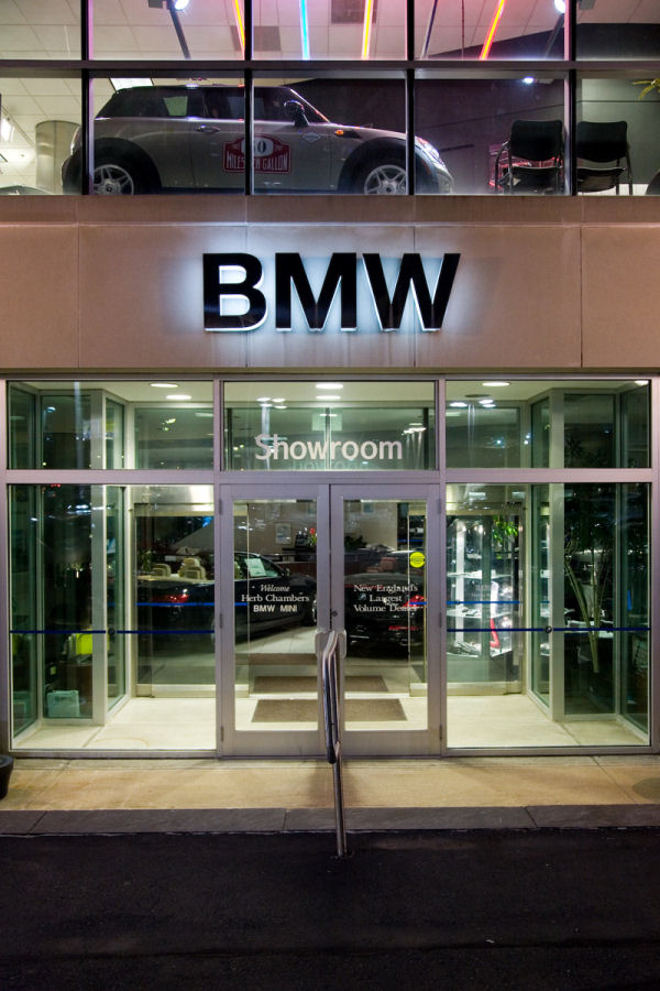 Herb Chambers BMW >> The Signage Of Negative Space Herb Chambers Bmw Mini